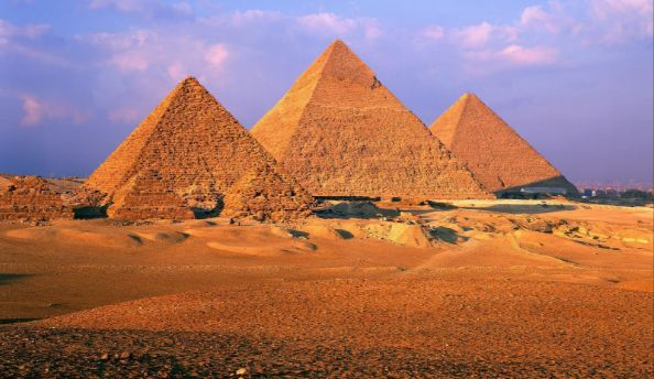 pyramids-of-giza-egypt-top-most-beautiful-historical-places-in-the-world-2018