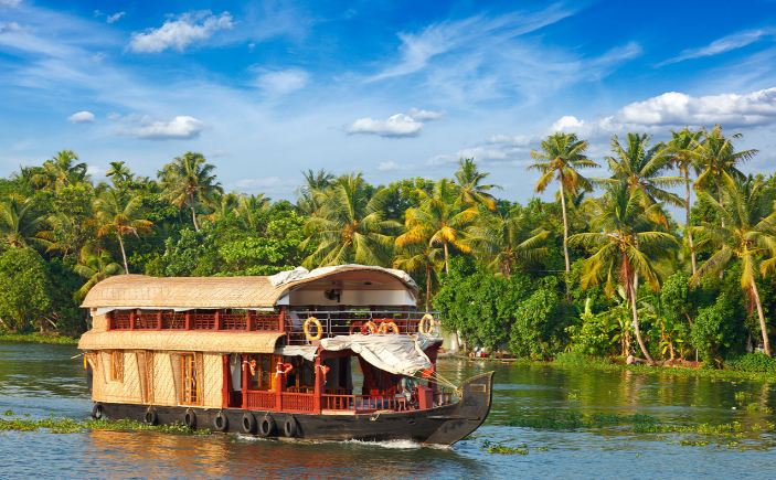 Kerala Top Famous Winter Holiday Destinations in India 2019