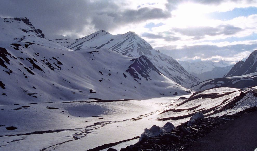 Manali circuit Top Most Popular Winter Holiday Destinations in India