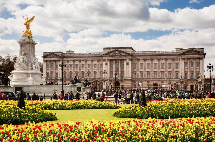 buckingham-palace-top-famous-expensive-houses-2018