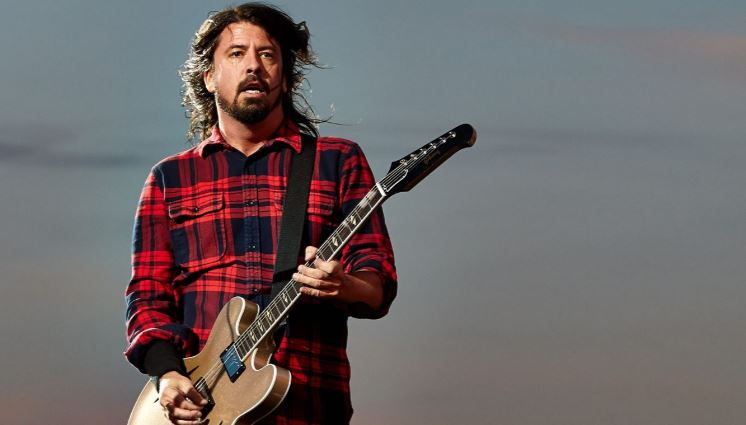 dave-grohl-top-most-famous-highest-paid-successful-guitarists-in-the-world-2018