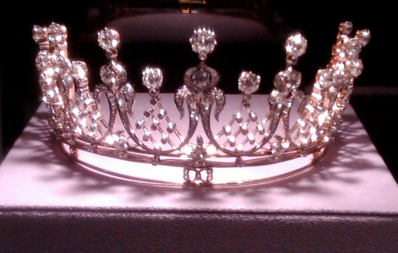diamond-tiara-top-most-expensive-antiques-2018