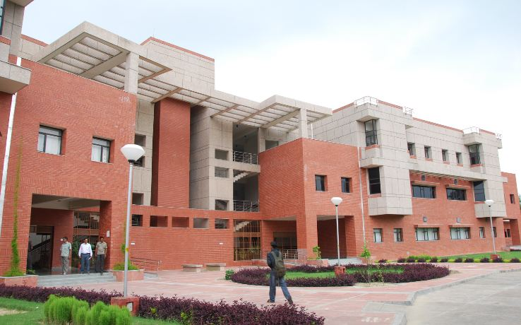 indian-institute-of-technology-kanpur-top-famous-engineering-colleges-in-india-2019