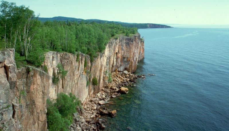 lake-superior-us-canada-top-famous-largest-lakes-in-the-world-2019